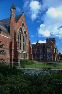 贝尔法斯特女王大学 Queen's University Belfast